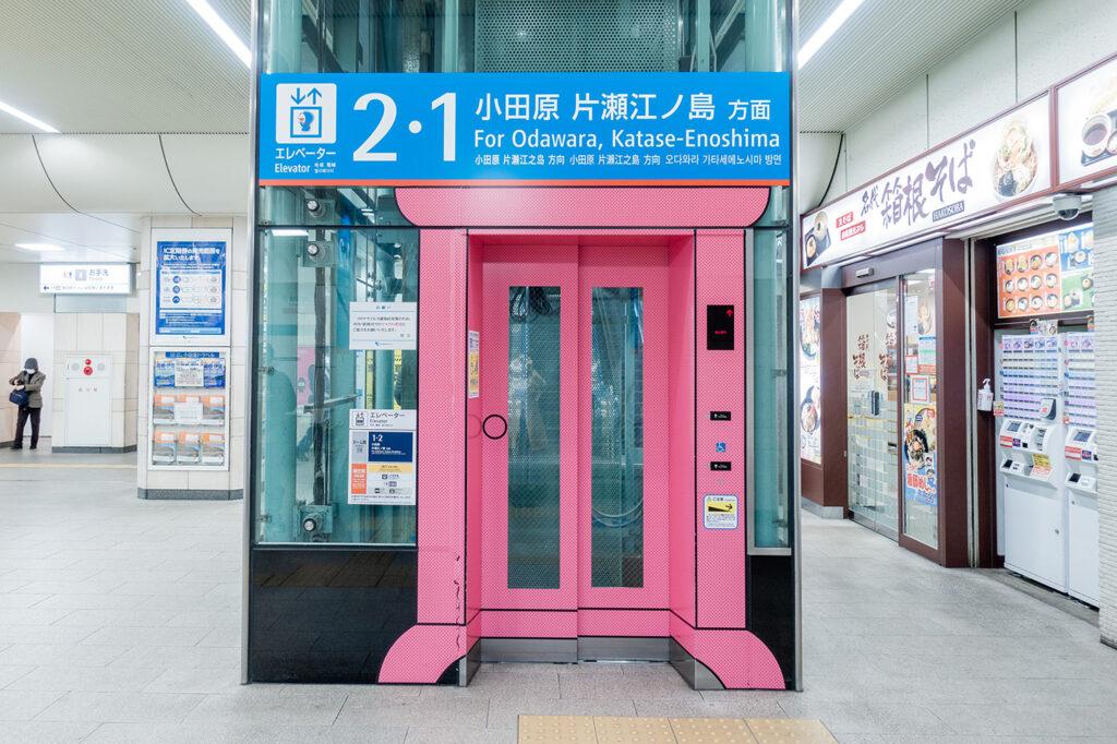 登戸駅にあるどこでもドア仕様のエレベーター